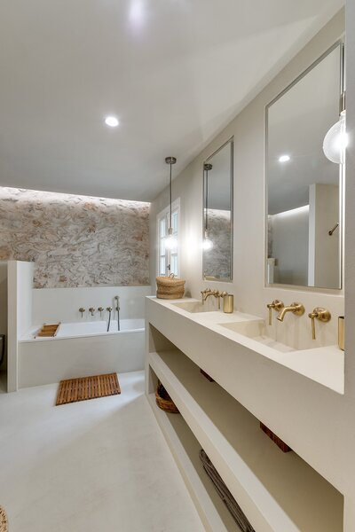 The bathroom cabinetry is also custom-designed by Béar Architects.