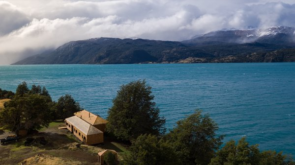 Set on the shores of Patagonia's largest lake, Casa Sombreros is located near the village of Puerto Rio Tranquilo, four hours south of Aysen Region's capital of Coyhaique.