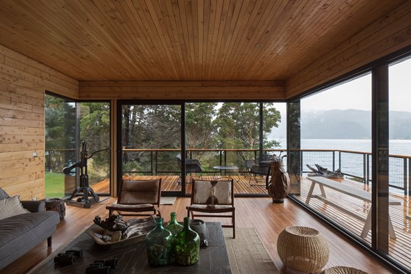 """""""An important part of the work was to design large common spaces, and to be able to receive a large number of people,"""" note the architects. """"The common spaces are designed for the coexistence between family and friends."""""""