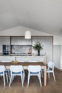 Kitchen & Meals area