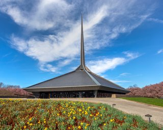 The dramatic geometry of the church's spire and form instantly identify it as a Saarinen work.