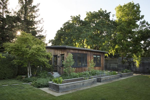 "Just north of San Francisco, the Mill Valley home of former Phish manager and current restaurant owner John Paluska takes its place within its eclectic neighborhood and natural surroundings. A guest cottage flanks the family's garden. The ""casita"" has hosted friends, family, and even wildfire evacuees; Rachel Paluska refers to it as a ""revolving door, in a fun way."""