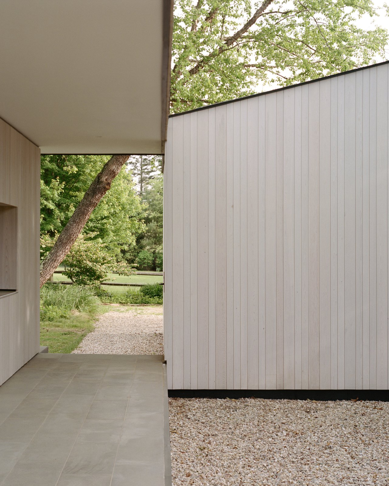 Sheffield residence by Vincent Appel / Of Possible exterior and walkway