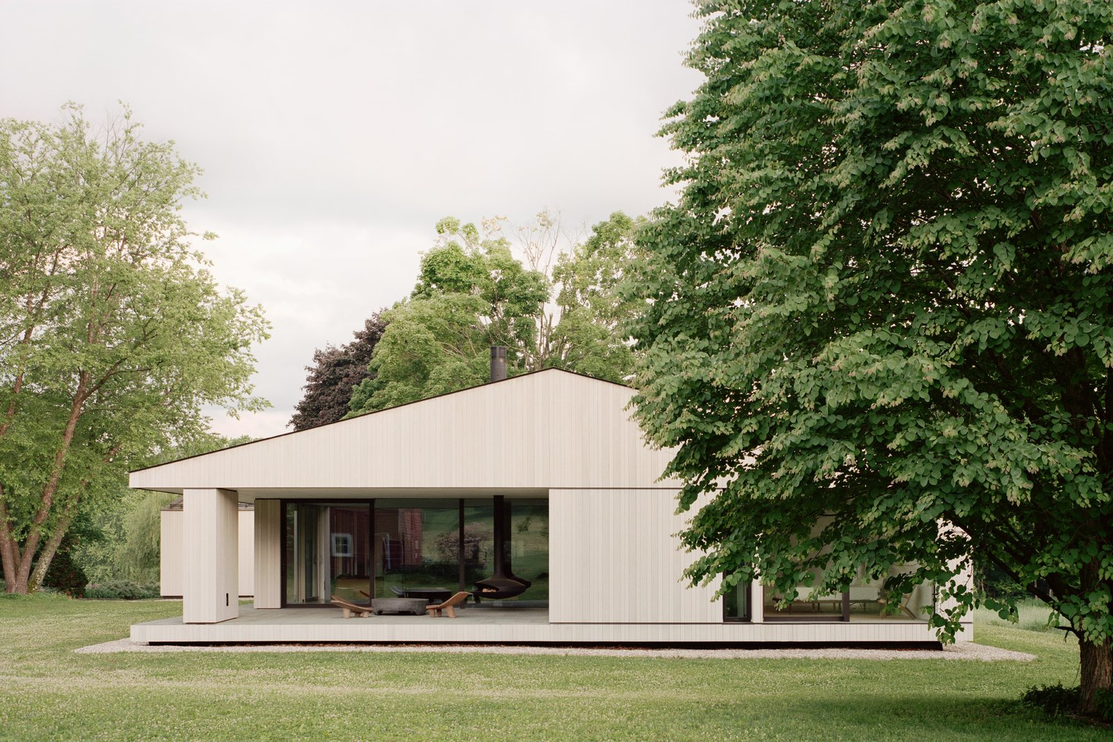Sheffield residence by Vincent Appel / Of Possible exterior side view with terrace