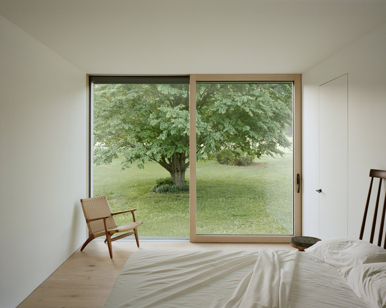 Sheffield residence by Vincent Appel / Of Possible bedroom with floor to ceiling window