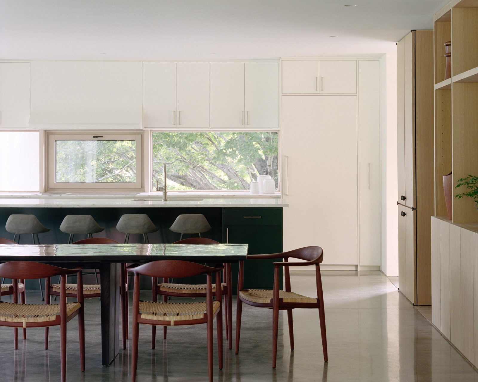 Sheffield residence by Vincent Appel / Of Possible kitchen and dining room