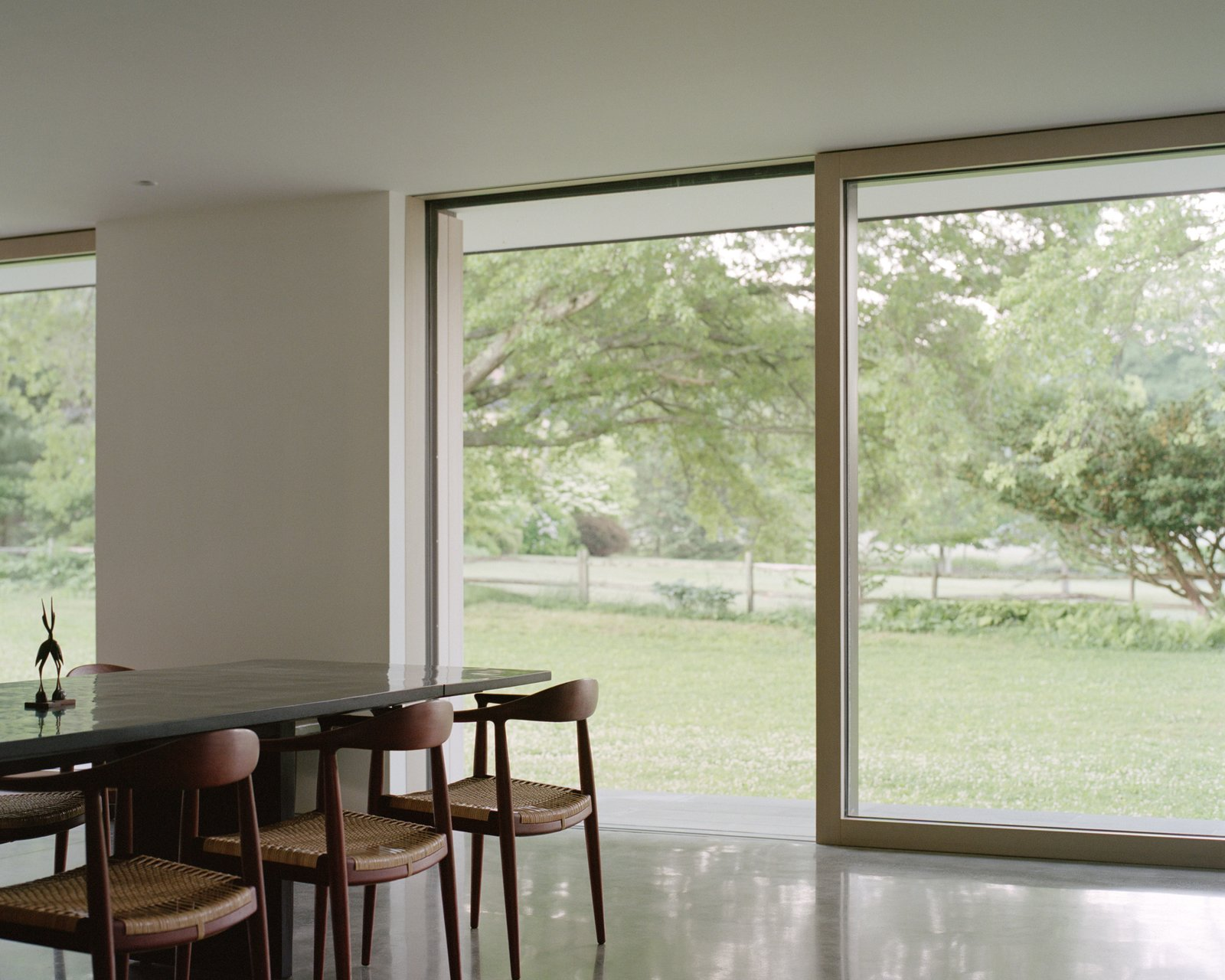 Sheffield residence by Vincent Appel / Of Possible dining room with floor to ceiling windows