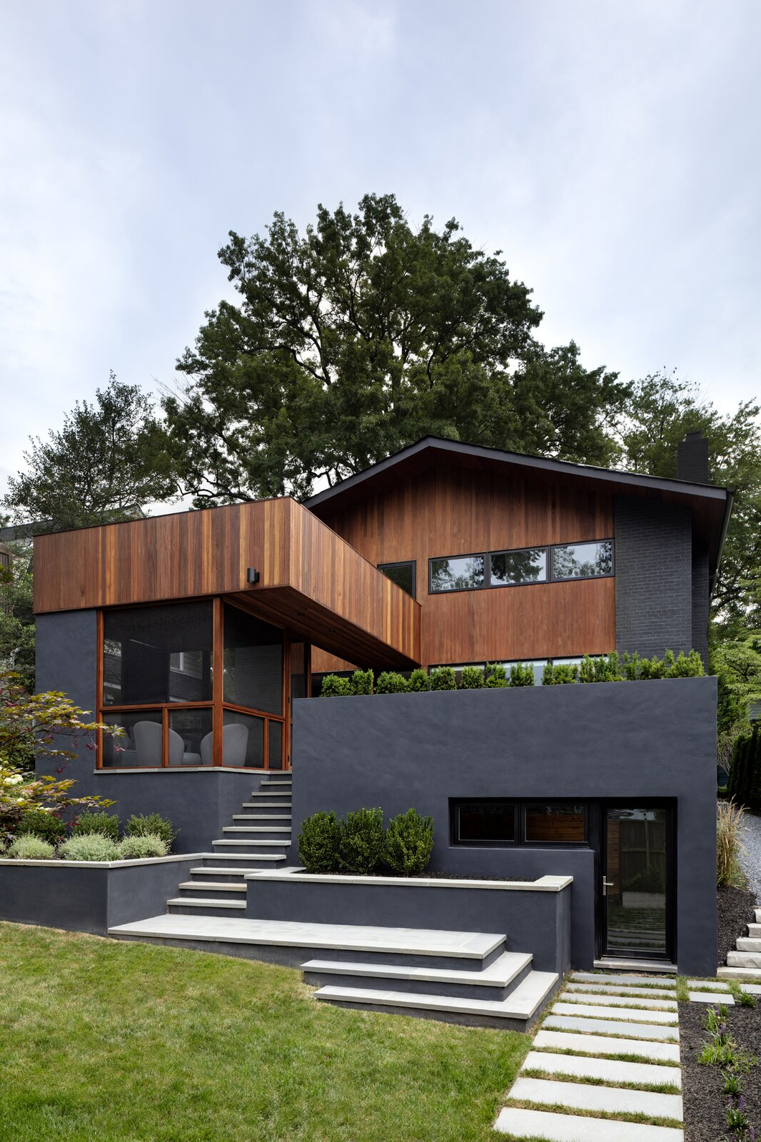 Stephenson House by Assembledge+ and Fowlkes Studio facade backyard