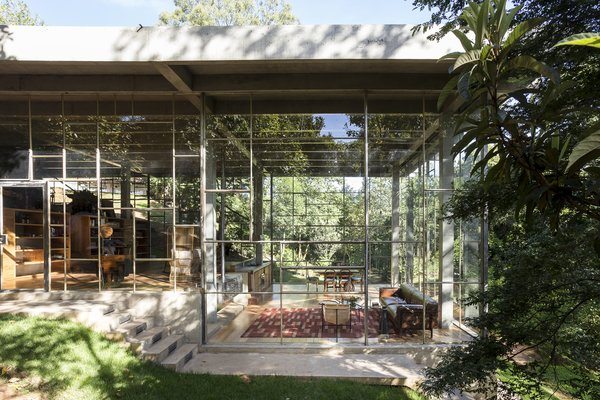 Built for a scholar, Casa Biblioteca is a sanctuary for reading, stargazing, and enjoying a cigar or two. Floor-to-ceiling glass allows light to freely flood the interior and illuminate its jewel-like structure.