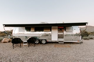 A 1976 Airstream Sovereign International Land Yacht was perfect for Lynne's family of four.