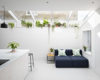 """""""We were trying to create a relaxed interior that allowed the client to make their own mark with furnishings, plants, and pictures,"""" says architect Mat Barnes."""