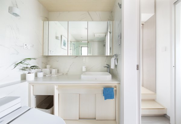 The bathroom cabinets are crafted from melamine ecological waterproof board, reflecting the use of timber throughout the rest of the interior.