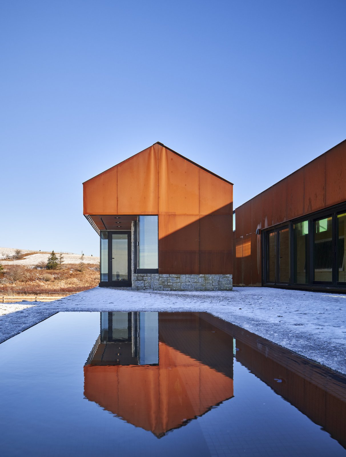 The night pavilion of Smith House by MacKay-Lyons Sweetapple Architects.