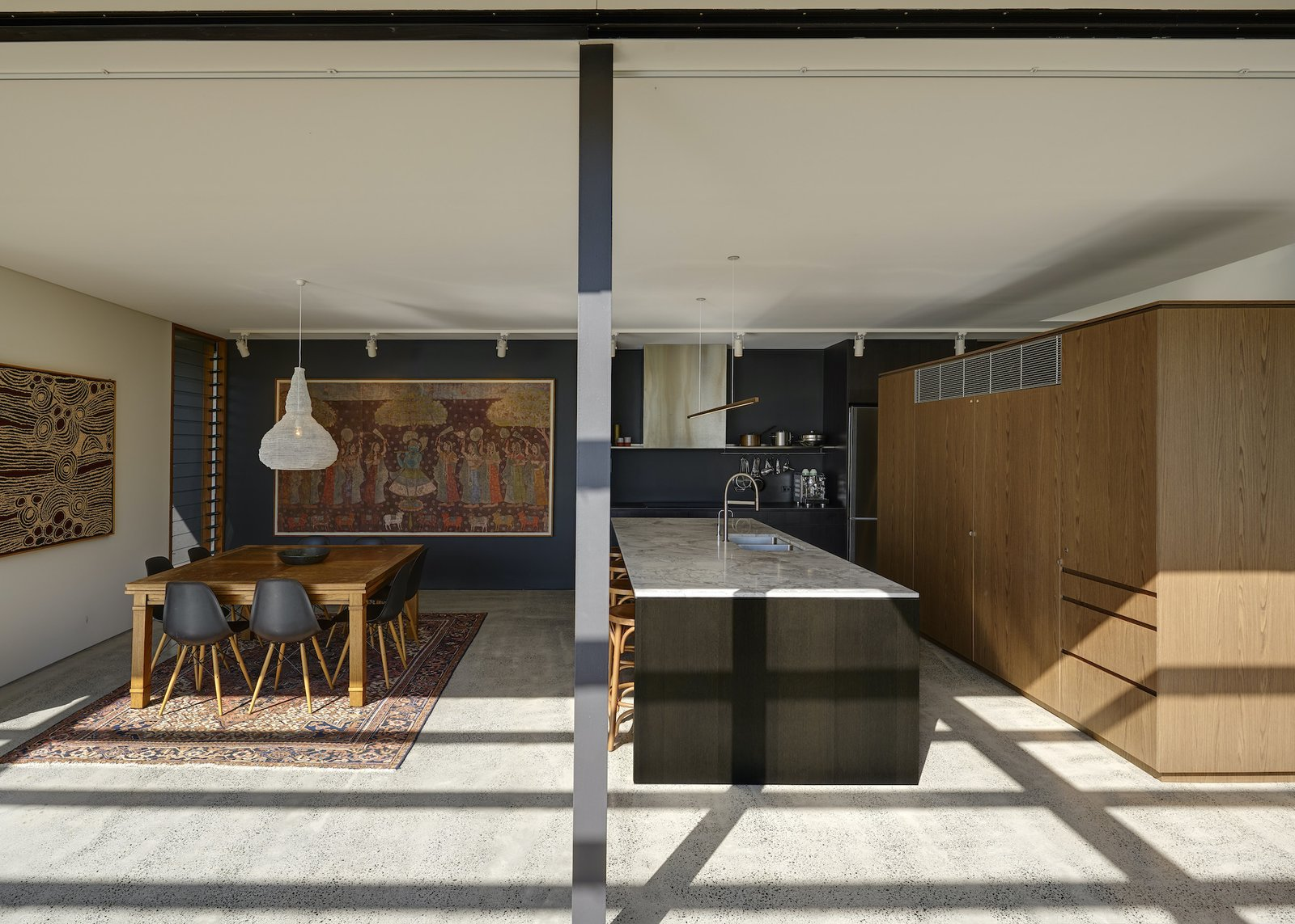 Bundeena Beach House by Grove Architects kitchen and dining room