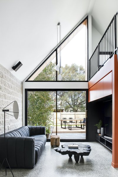 The rear facade has been divided into two, with a fully glazed wall that floods the living space with natural light.