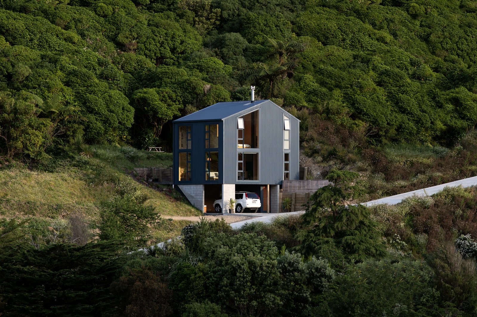 This Compact New Zealand Home Uses Low-Cost Materials to Dazzling Effect