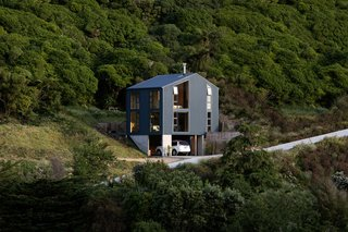 The Thornton House sits on a steep site in Brooklyn, Wellington, New Zealand, with a small footprint of just 50 square meters.