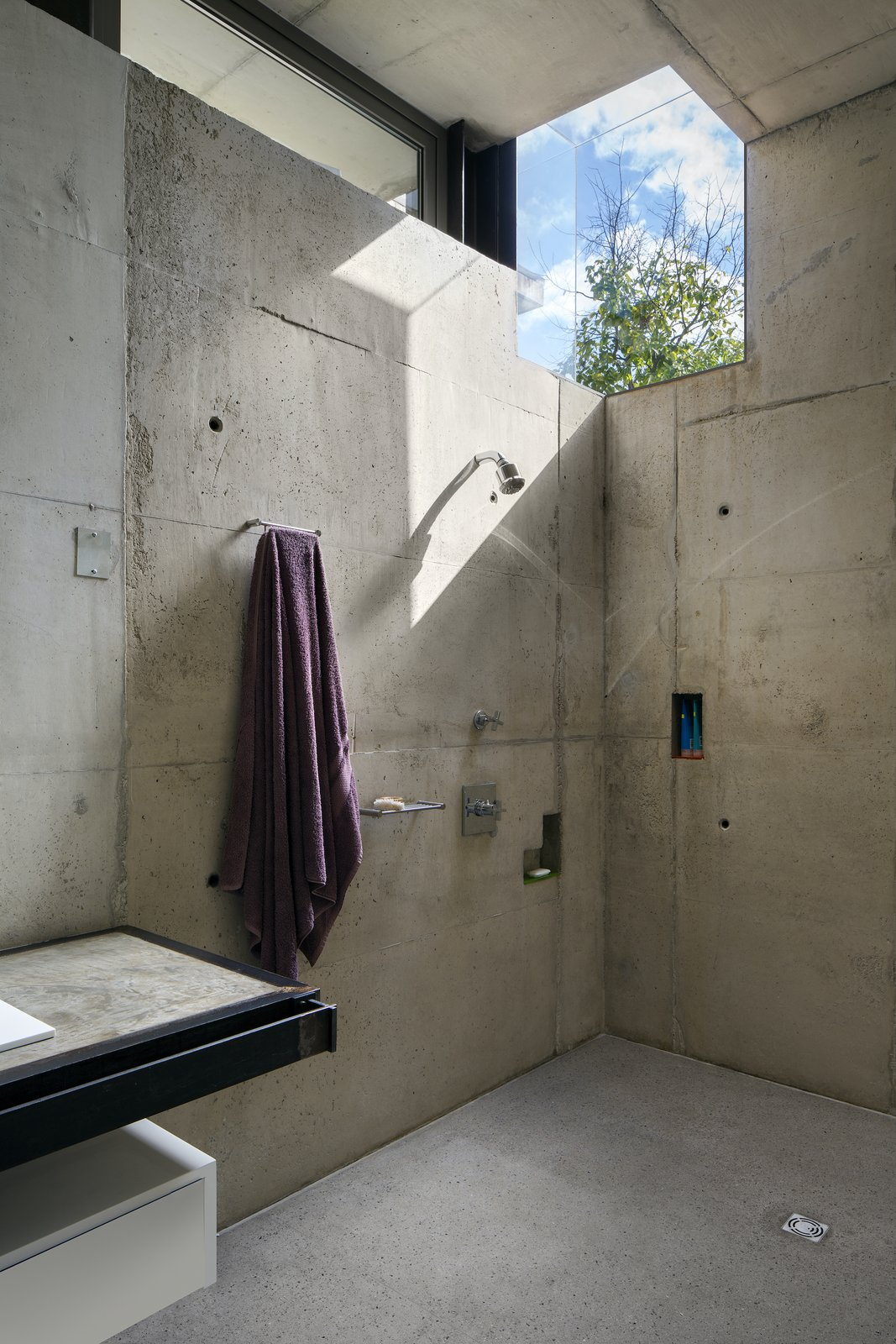 House V by Daffonchio Architects concrete bathroom