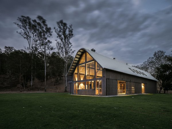 The design team made extensive use of Australian hardwood—both internally and externally— to reference the rural setting.