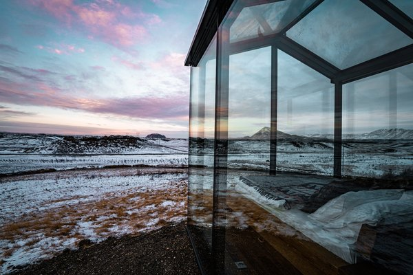 The glass front half of the cabin blurs boundaries between interior and exterior and completely immerses guests in the dramatic surroundings.
