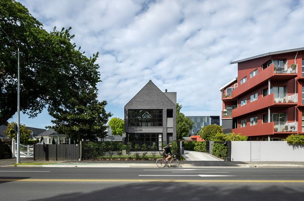 The previous home on the Park Terrace site was damaged in the earthquake and subsequently demolished. Architect Phil Redmond, director of PRau, used this project to explore an archetypal industrial form which was lost as a result of the earthquakes.