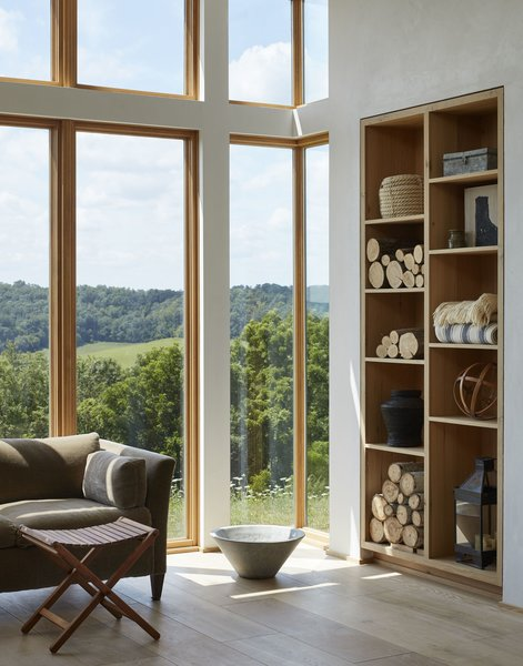 To extend the living room view, the architects used corner glass, eliminating the need to use a jamb or corner post that would have interrupted the landscape.