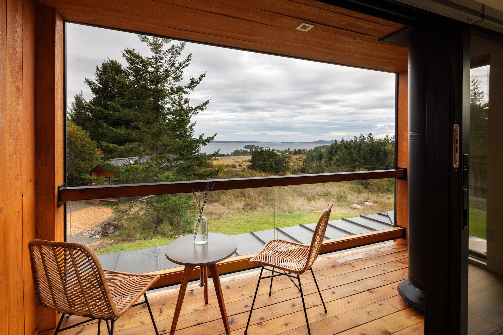 Living room of Saltwater Farm by RAD LAB.