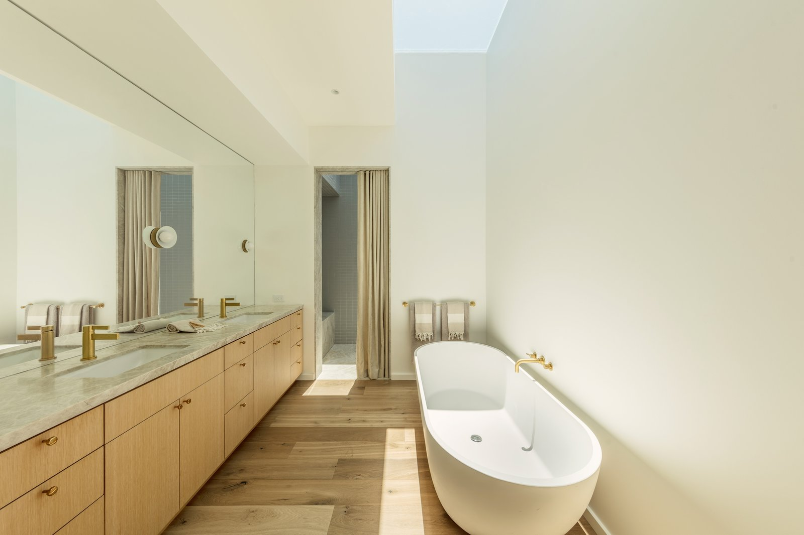 Master bathroom of Culver City Case Study House by Woods + Dangaran.