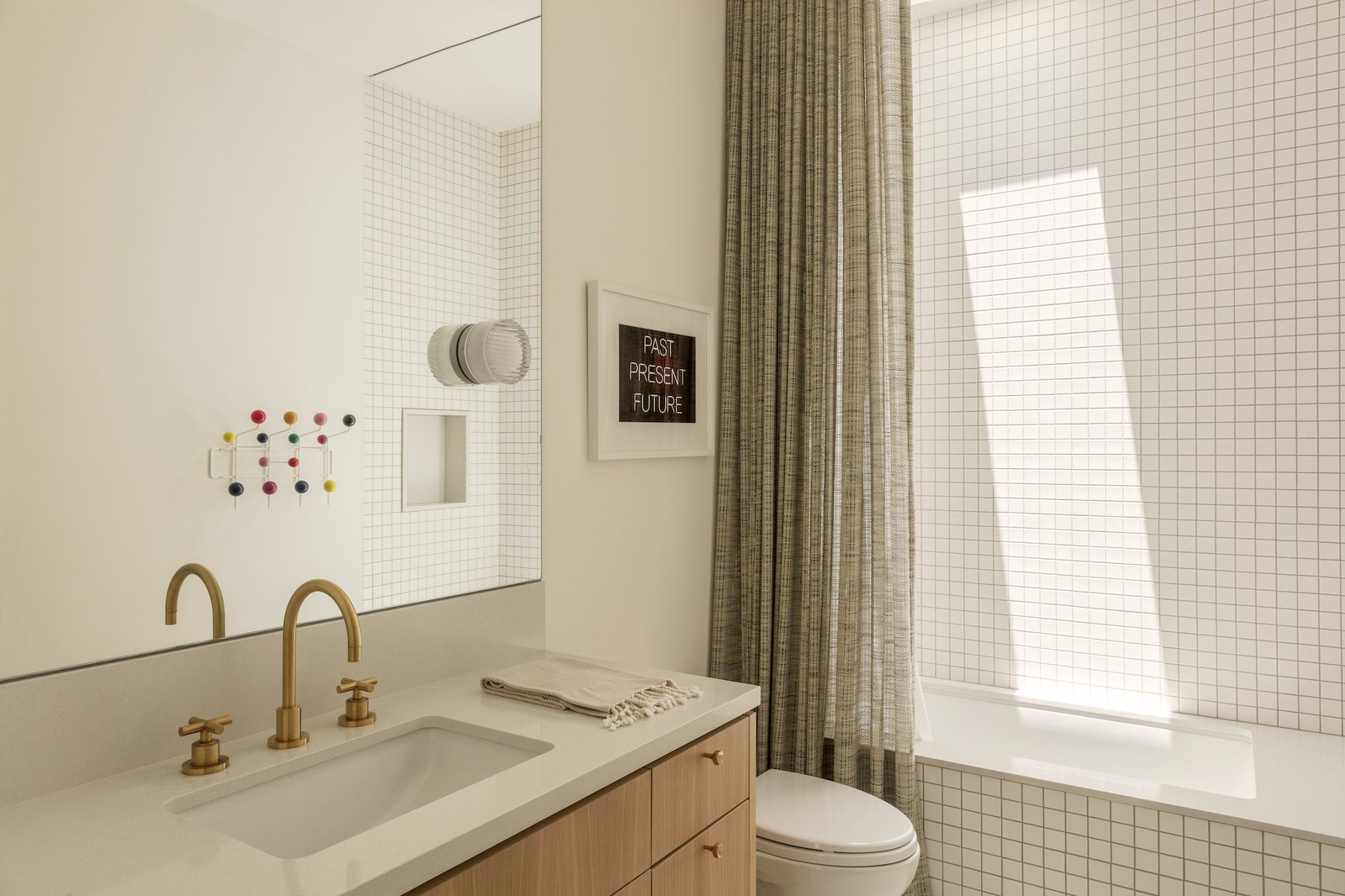 Guest bathroom at Culver City Case Study House by Woods + Dangaran