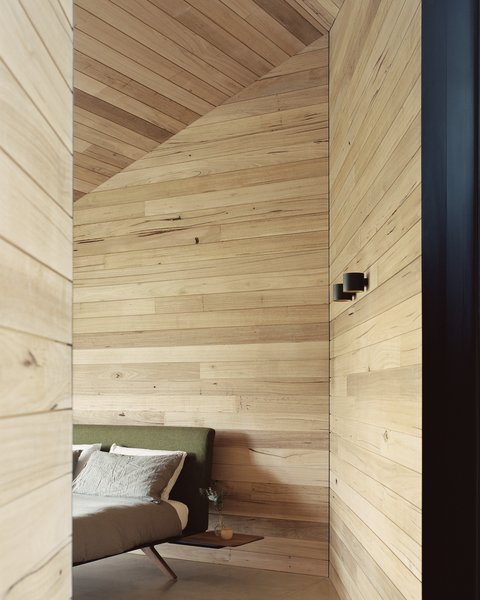 The three bedrooms in the private sleeping wing are sound controlled to offer additional privacy. As in the living wing, the walls are entirely clad in timber.