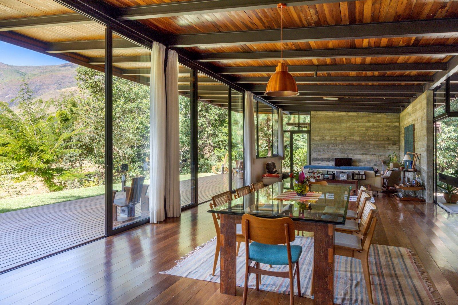 House in Vale Das Videiras living area