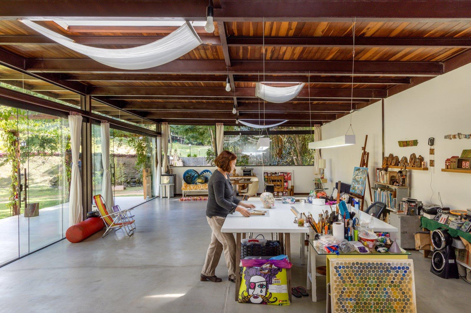 House in Vale Das Videiras studio