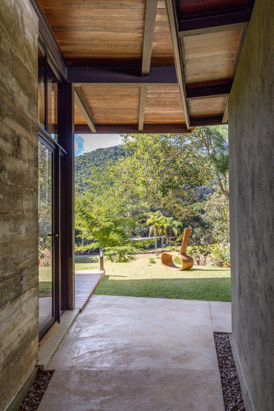 House in Vale Das Videiras hallway