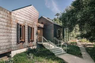 """""""I wanted the cladding to be something that had a scale that was broken down over the larger volume, and that felt like a kind of armor cladding that would protect the home,"""" says architect Peter Tolkin."""