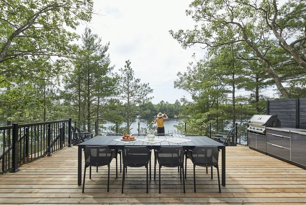 "The west-facing deck extends right up to the edge of the rocky outcrop, offering spectacular views over the water. ""The deck is designed to feel like an extension of the house, just without a roof on it,"" says architect Tom Knezic. ""There's a lot of flow inside and outside."""