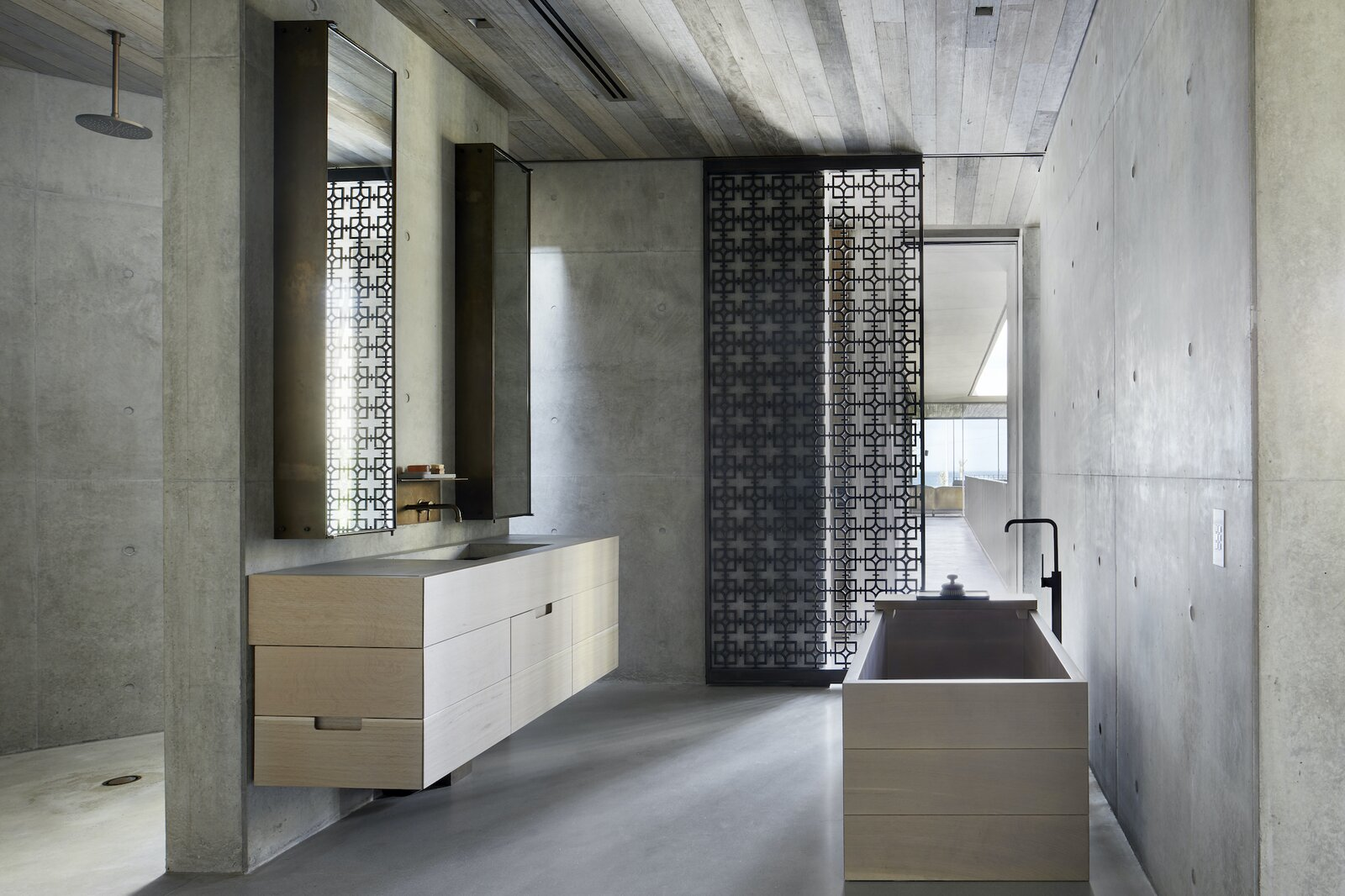 Principal bathroom of Silver Linings by Rachcoff Vella Architects.