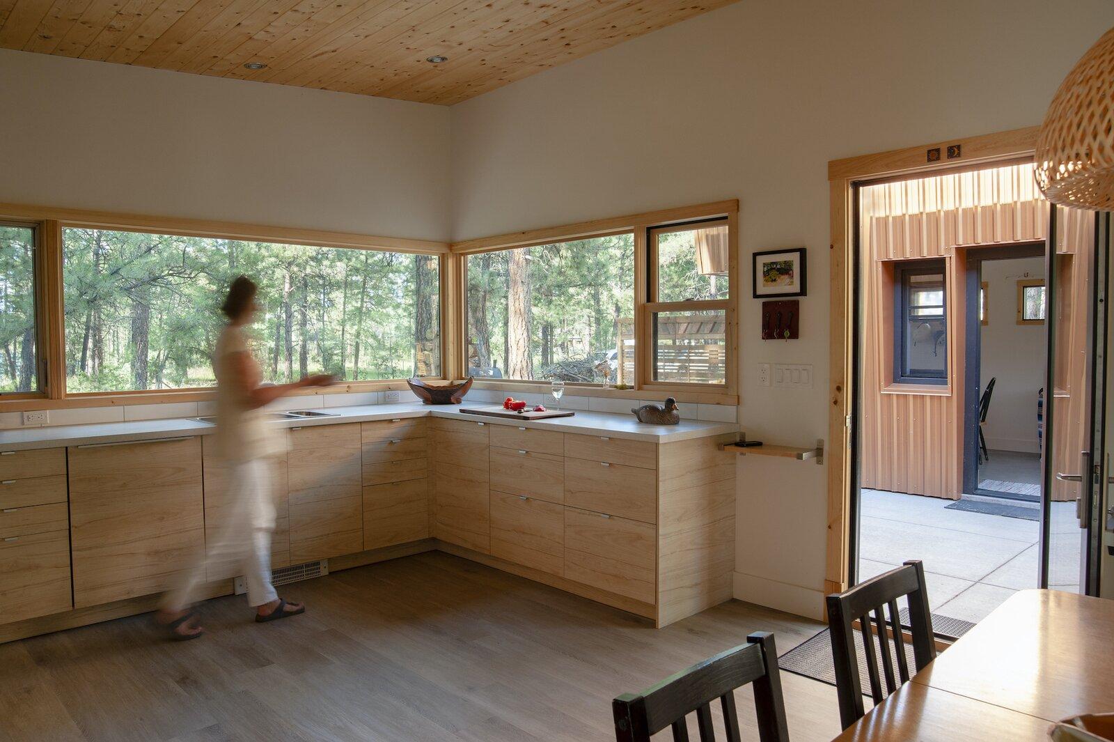 Kitchen of Treegazer cabin.