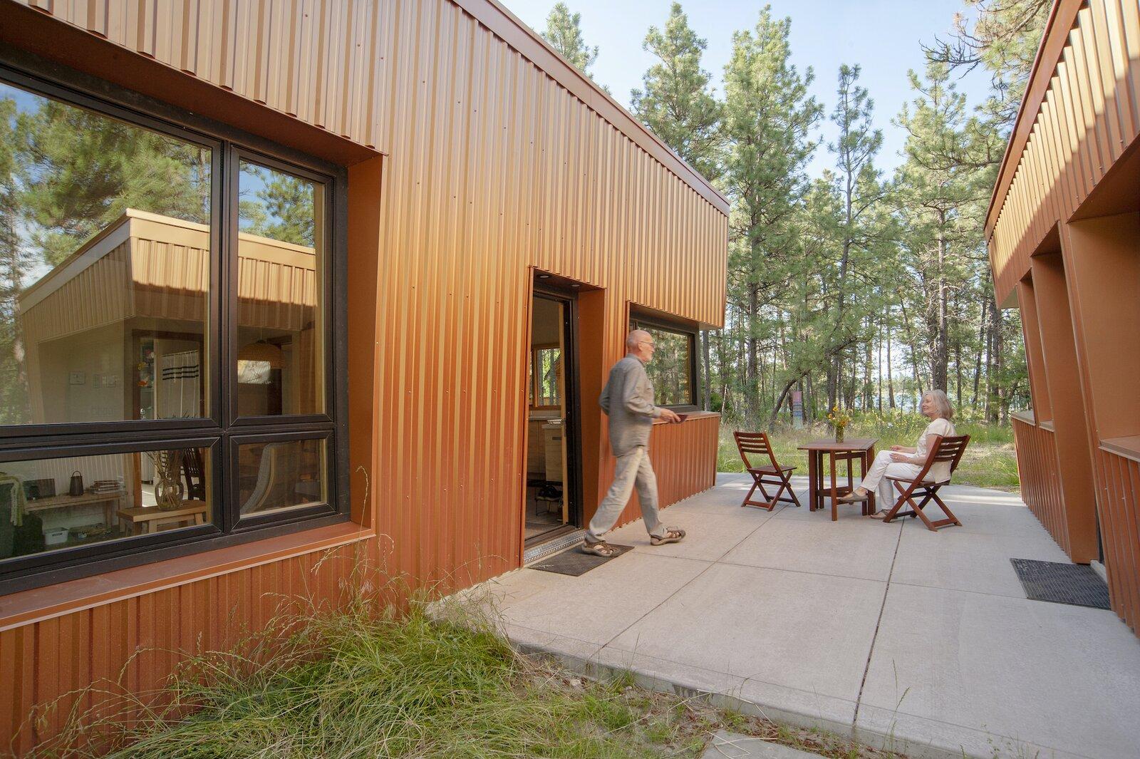 Courtyard of Treegazer cabin.