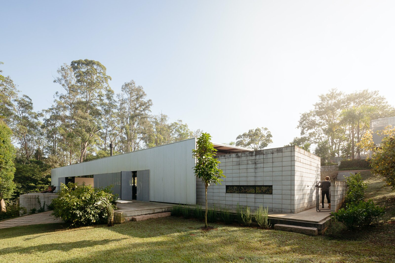 Cabin Vibes Get an Industrial Edge at This Brazilian Home
