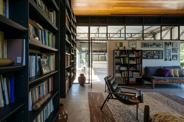 The library features a chaise lounge that allows the husband to see patients at home. There is also a private veranda, which is part of the roof slab over the guest bedroom.