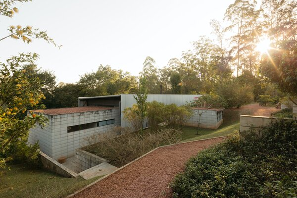 The home requires very little maintenance and features a lightweight construction. The modularity of the design also helped to avoid excessive material waste during construction.