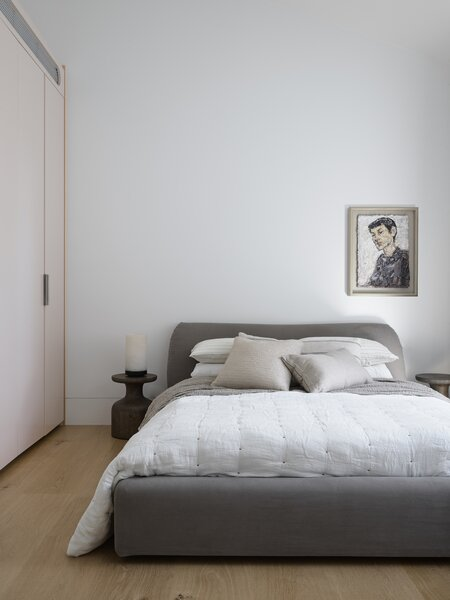 """The bedroom closets are painted in soft colors—Dulux Shetland Lace and Lama—to create what Litera describes as """"special, warm moments"""" that add a sense of comfort and closeness to the lofty spaces."""