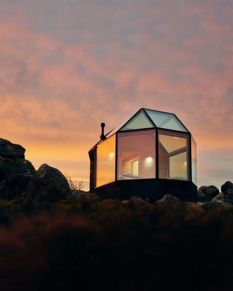 These luxury igloo Airbnbs in Mustasaari, a coastal municipality in Finland, are perched on the coast overlooking the Gulf of Bothnia in the Baltic Sea.