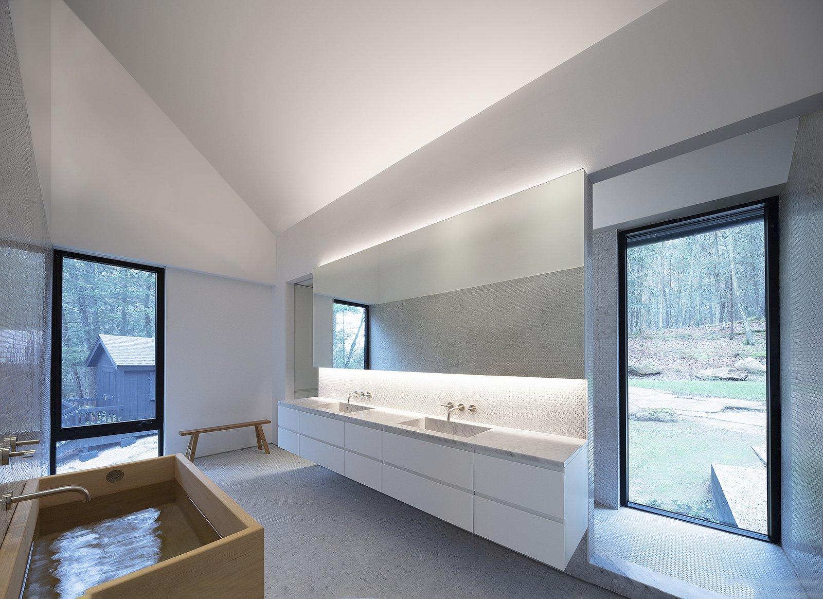 Ledge House by Desai Chia Architecture master bathroom