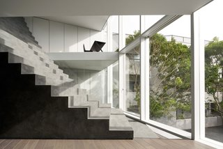 Glass walls preserve clear sight lines across the rooms.