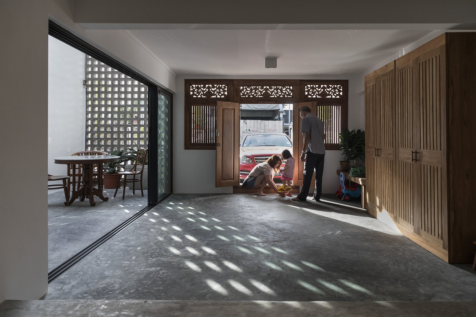 Heng House by Goy Architects Entrance, Tropical Living, Upcycling, Concrete Breezeblock