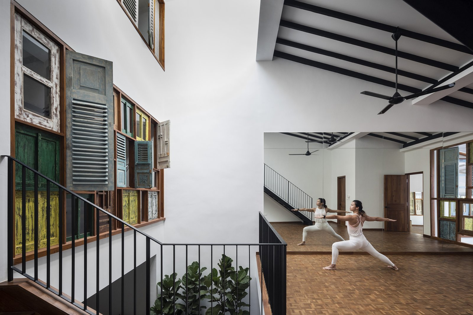 Heng House by Goy Architects Pilates Studio, Courtyard, Tropical Living, Upcycling