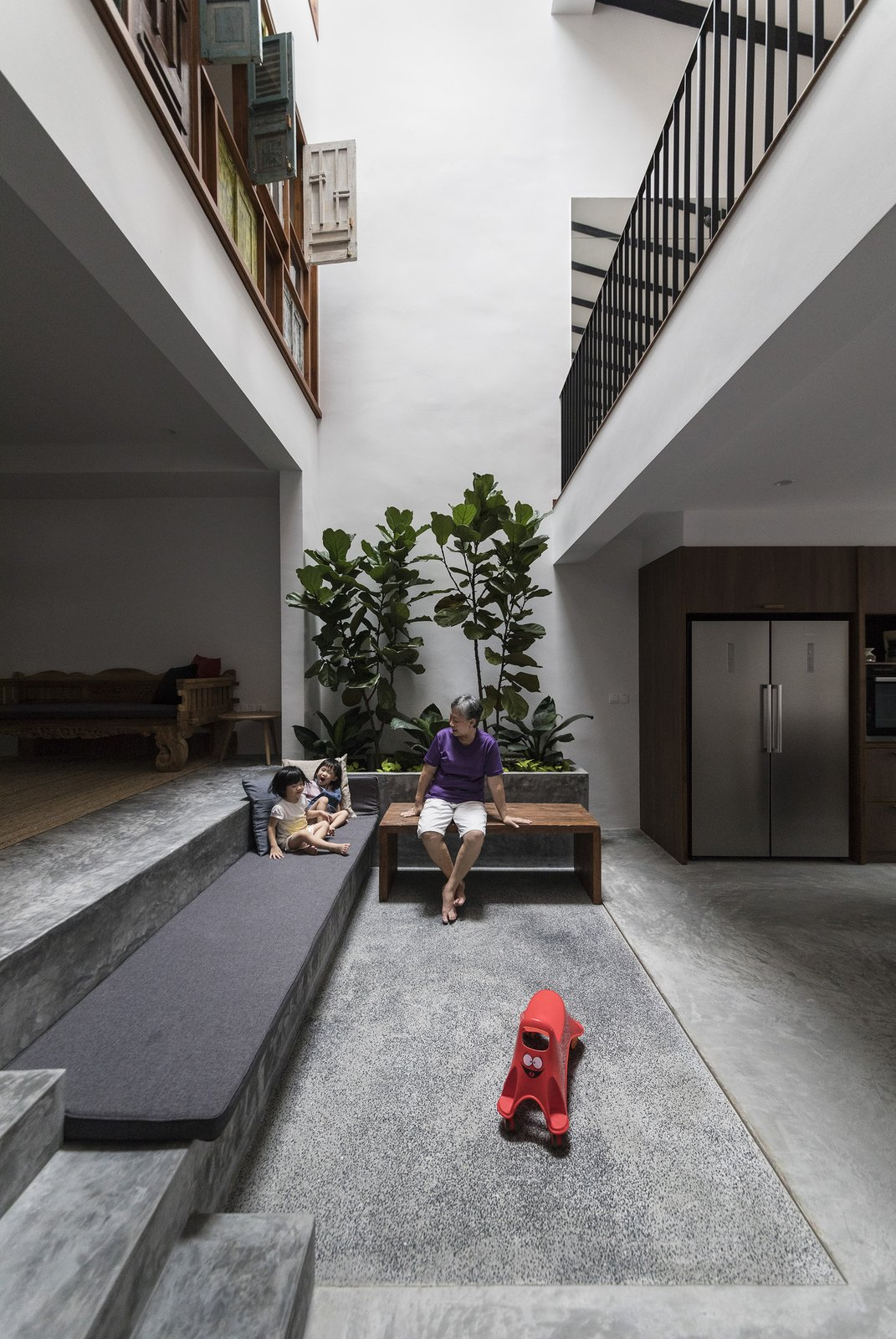 Heng House by Goy Architect Courtyard, Tropical Living, Upcycling, Indoor Garden