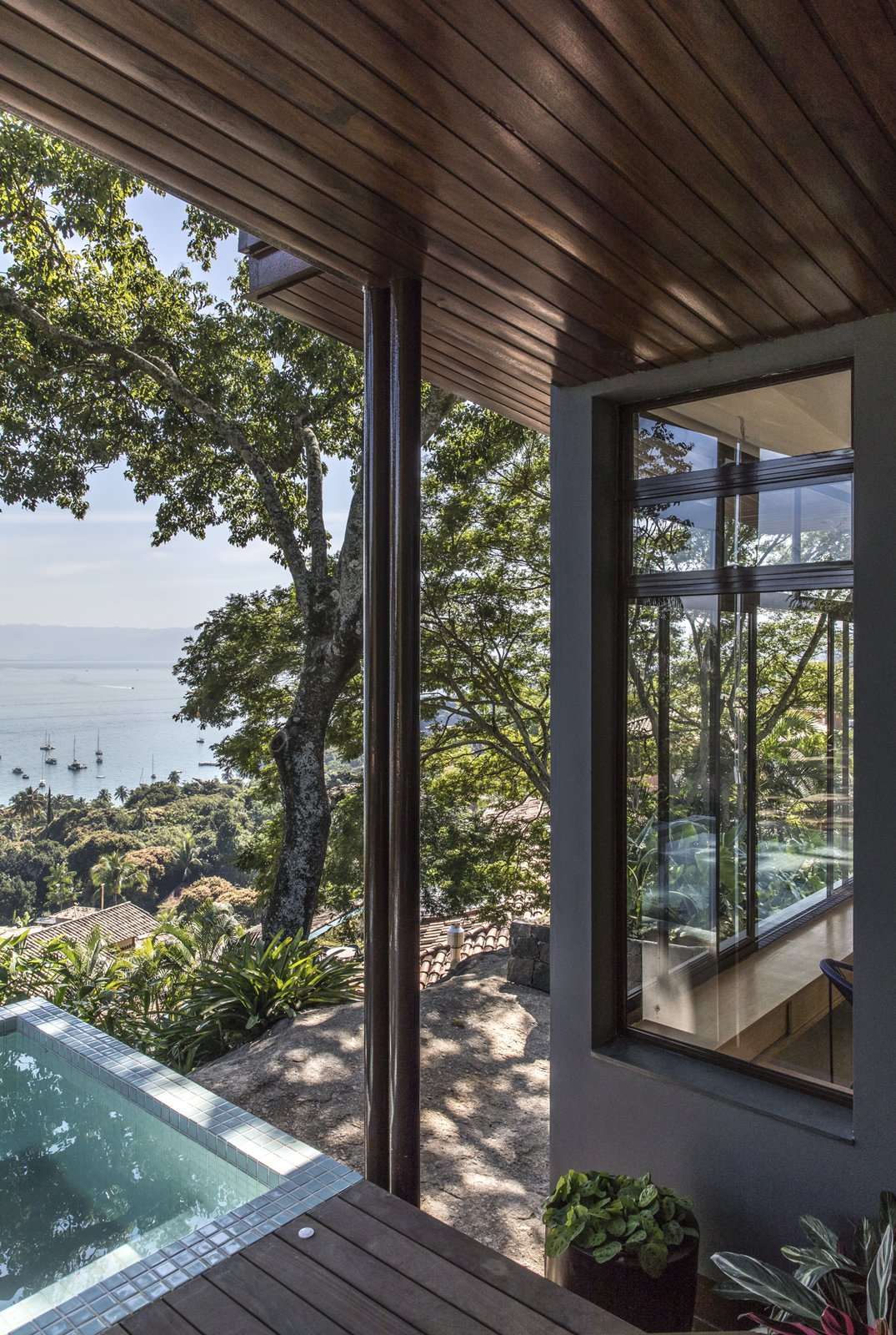 Outdoor, Decking Patio, Porch, Deck, Metal Patio, Porch, Deck, Small Pools, Tubs, Shower, Wood Patio, Porch, Deck, Grass, Front Yard, and Trees designed by Estúdio Minke  Casa da Pedra (The stone house)