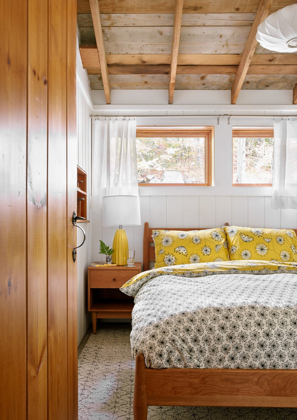 New Hampshire Lake Cabin by KCS Architects guest bedroom